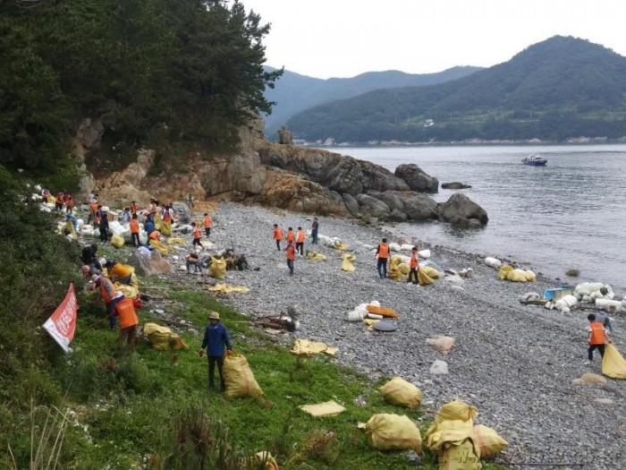 4. 여수시, 바다의 날 기념 '해안가 청결 활동' 펼쳐.jpg