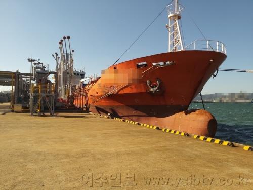 [크기변환]여수해경, 해상에 불법으로 유해액체물질 및 기름 세정수를 배출한 탱커선 적발.jpg