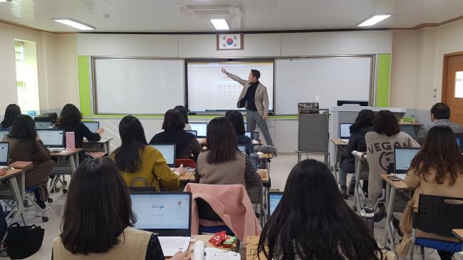[크기변환]수업혁신을 위한 한 걸음, 외국어 교육의 길을 열다!.png